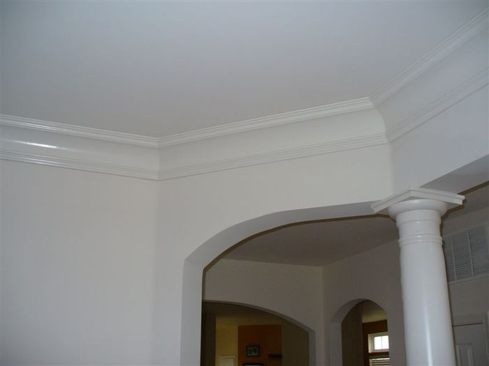 white molding ceiling design