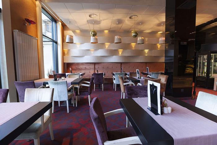2x2 Mineral Fiber Tegular Ceiling Tiles in Restaurant