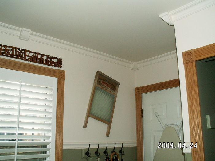 crown molding and corners in the kitchen