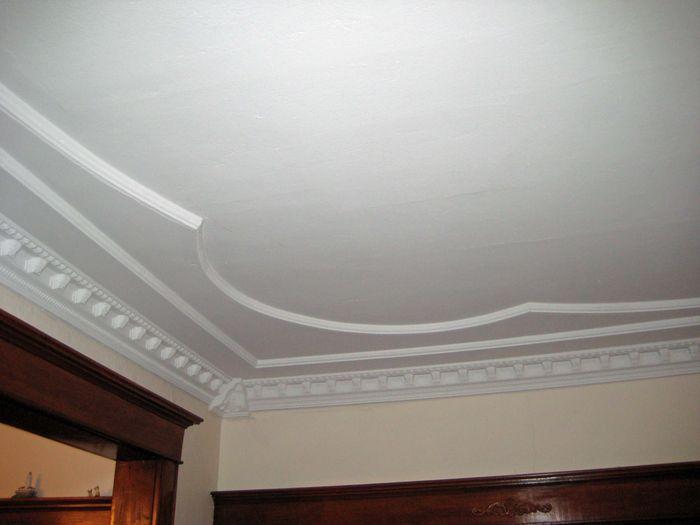 white ceiling molding